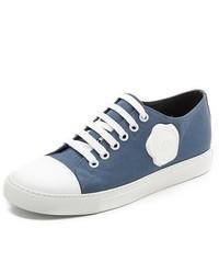 dunkelblaue und weiße niedrige Sneakers