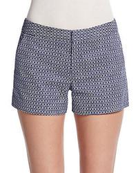 dunkelblaue und weiße Shorts mit Karomuster