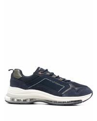 dunkelblaue und weiße Sportschuhe von Tommy Hilfiger