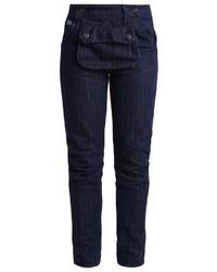 dunkelblaue vertikal gestreifte enge Jeans