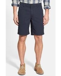 dunkelblaue vertikal gestreifte Shorts