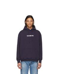 dunkelblauer bedruckter Pullover mit einem Kapuze von Vetements