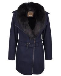 dunkelblauer Mantel mit einem Pelzkragen von Dreimaster