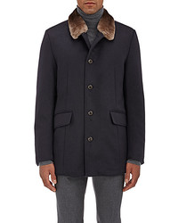 Dunkelblauer Mantel mit Pelzkragen