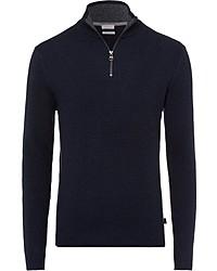 dunkelblauer Pullover mit einem Reißverschluss am Kragen von Esprit
