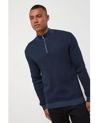 dunkelblauer Pullover mit einem Reißverschluss am Kragen von next
