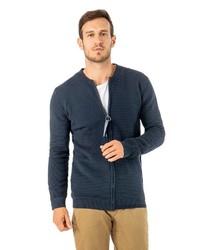 dunkelblauer Pullover mit einem Reißverschluß von Stitch & Soul