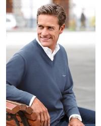dunkelblauer Pullover mit einem V-Ausschnitt von Classic