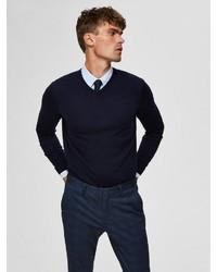 dunkelblauer Pullover mit einem V-Ausschnitt von Selected Homme
