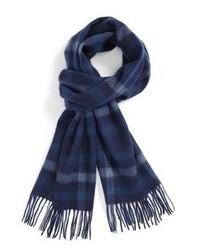 dunkelblauer Schal mit Schottenmuster