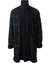 dunkelblauer und grüner Mantel mit Schottenmuster
