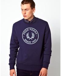 dunkelblauer und weißer bedruckter Pullover mit einem Rundhalsausschnitt
