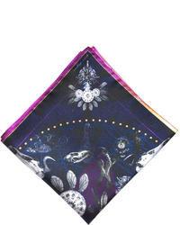 dunkelblauer und weißer bedruckter Schal