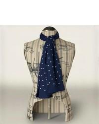 dunkelblauer und weißer gepunkteter Schal