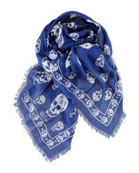 dunkelblauer und weißer Schal