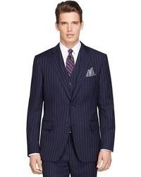 dunkelblauer vertikal gestreifter Anzug