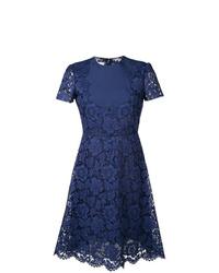 dunkelblaues ausgestelltes Kleid aus Spitze von Valentino