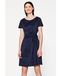 dunkelblaues gerade geschnittenes Kleid aus Satin von Esprit