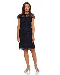 dunkelblaues gerade geschnittenes Kleid aus Spitze