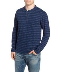 dunkelblaues horizontal gestreiftes Langarmshirt mit einer Knopfleiste