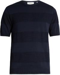dunkelblaues horizontal gestreiftes T-Shirt mit einem Rundhalsausschnitt