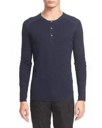 dunkelblaues Langarmshirt mit einer Knopfleiste