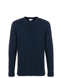 dunkelblaues Langarmshirt mit einer Knopfleiste von Sunspel