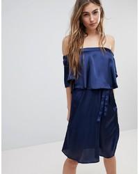 dunkelblaues schulterfreies Kleid von Blend She