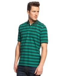 dunkelblaues und grünes horizontal gestreiftes Polohemd