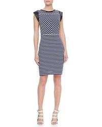 de789fa8d9ec Dunkelblaues und weißes horizontal gestreiftes Kleid kombinieren (9 ...