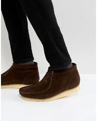 dunkelbraune Chukka-Stiefel aus Wildleder von Clarks Originals
