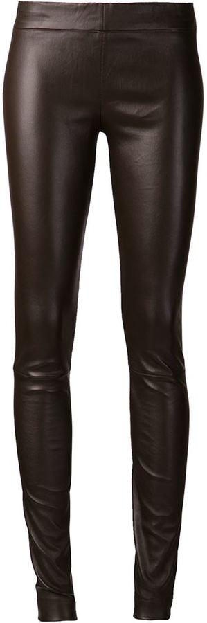 dunkelbraune enge Hose aus Leder von The Row