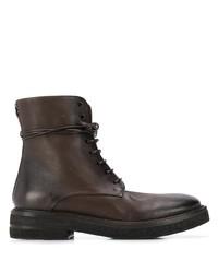 dunkelbraune flache Stiefel mit einer Schnürung aus Leder von Marsèll