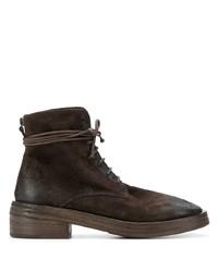 dunkelbraune flache Stiefel mit einer Schnürung aus Wildleder von Marsèll