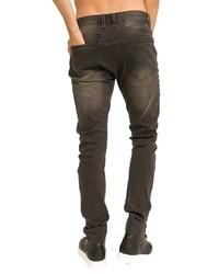 dunkelbraune Jeans mit Destroyed-Effekten von TRUEPRODIGY