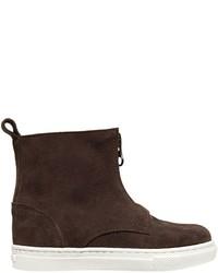 dunkelbraune Stiefel aus Wildleder