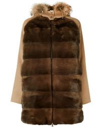 dunkelbrauner Mantel mit einem Pelzkragen von P.A.R.O.S.H.