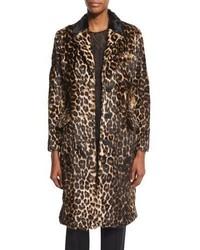 dunkelbrauner Pelz mit Leopardenmuster