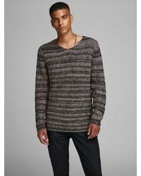 dunkelbrauner Pullover mit einem V-Ausschnitt von Jack & Jones