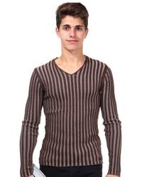 dunkelbrauner Pullover mit einem V-Ausschnitt von R-NEAL