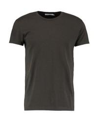 dunkelbraunes T-Shirt mit einem Rundhalsausschnitt von Samsøe & Samsøe