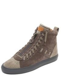 dunkelgraue hohe Sneakers aus Wildleder