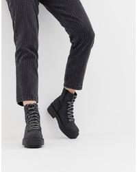 dunkelgraue klobige flache Stiefel mit einer Schnürung aus Leder von ASOS DESIGN