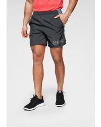 dunkelgraue Sportshorts von Nike