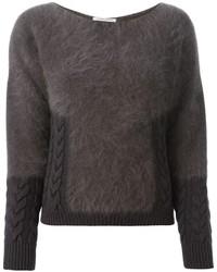 dunkelgrauer flauschiger Pullover mit einem Rundhalsausschnitt