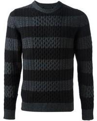 dunkelgrauer horizontal gestreifter Pullover mit einem Rundhalsausschnitt