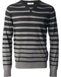 dunkelgrauer horizontal gestreifter Pullover mit einem V-Ausschnitt