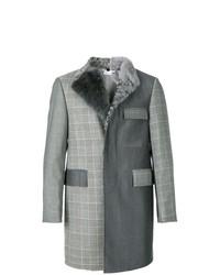 dunkelgrauer Mantel mit einem Pelzkragen mit Karomuster von Thom Browne