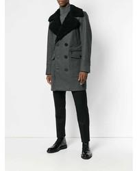 dunkelgrauer Mantel mit einem Pelzkragen von DSQUARED2