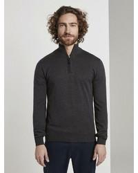 dunkelgrauer Pullover mit einem Reißverschluss am Kragen von Tom Tailor